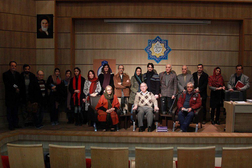عکس یادگاری با استاد محمدتقی فرامرزی در کانون زبان فارسی