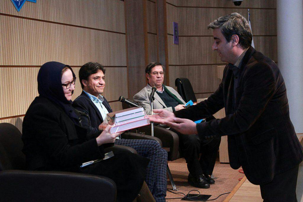 اهدای کتابهای بنیاد موقوفات افشار