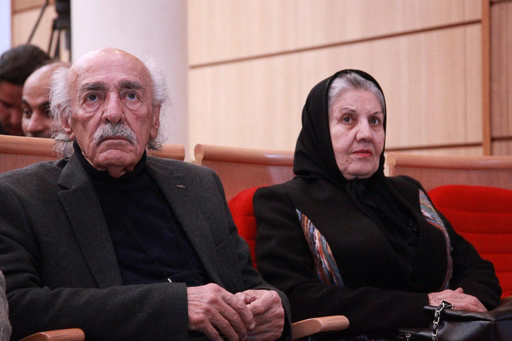 خسرو حکیم رابط در کنار همسرش