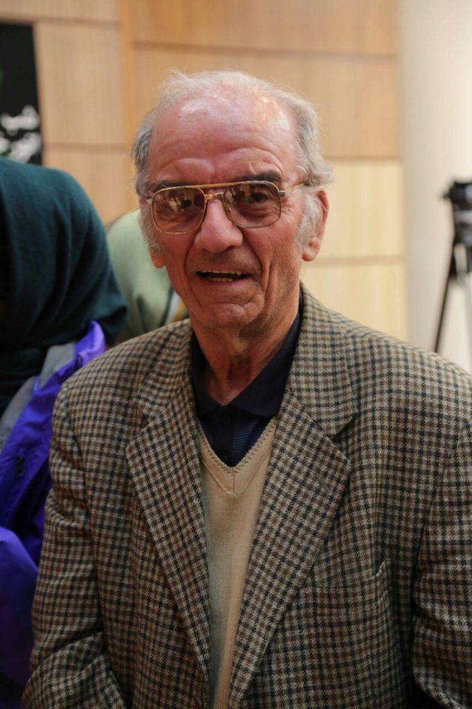 هادی سود بخش (استاد ریاضی) از جمله شرکت کنندگان در شب انور خامه ای بود.
