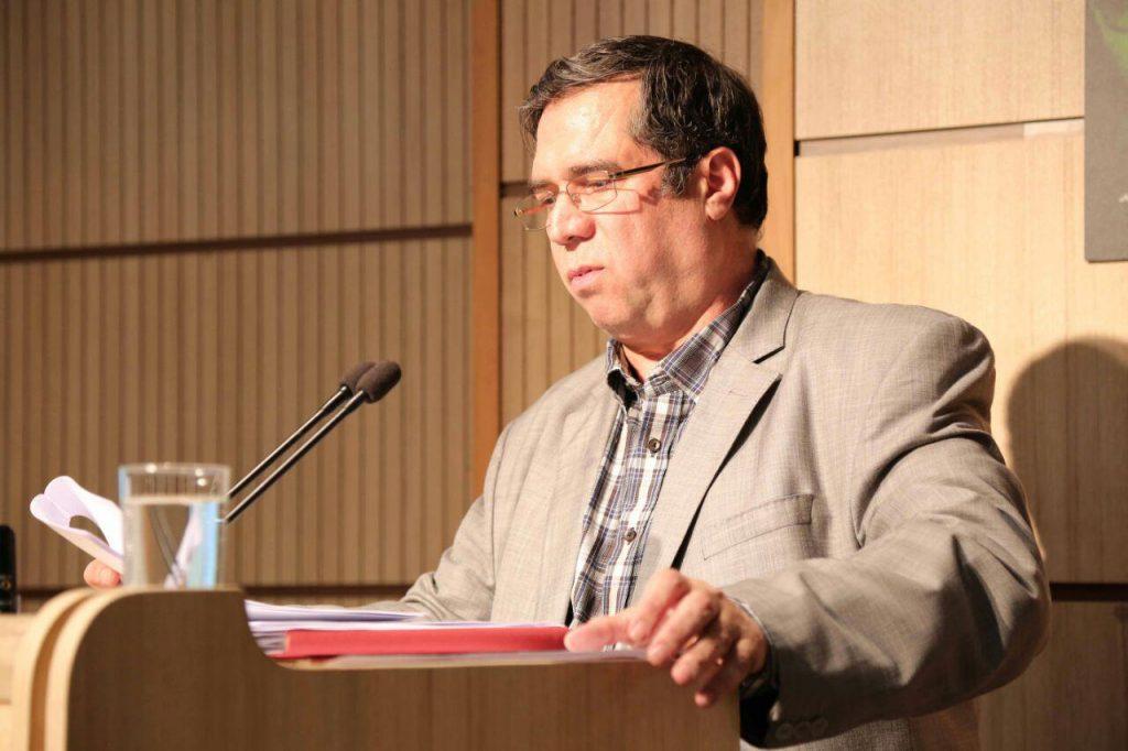 علی دهباشی سخنرانی خود را خطاب به دکتر خامه ای اغاز کرد.