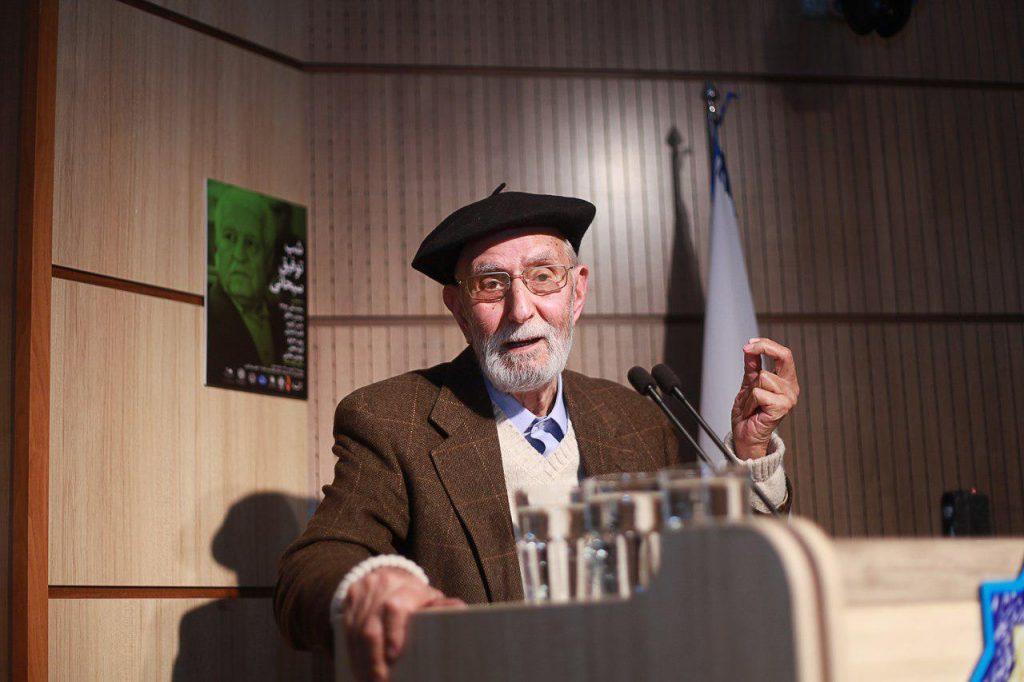 دکتر محمد علی موحد از کوششهای دکتر سبحانی در ترجمه اثار گلپینارلی تجلیل کرد