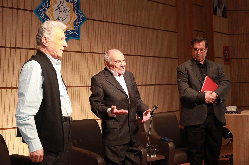 دکتر محمدرضا باطنی به همراه علی دهباشی و سیروس علی نژاد