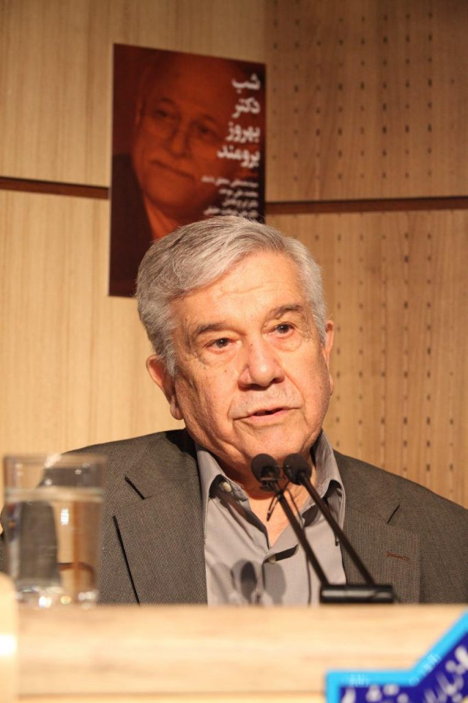 دکتر محمد اسلامی با یادی از ایرج اشار سخنانش را آغاز کرد
