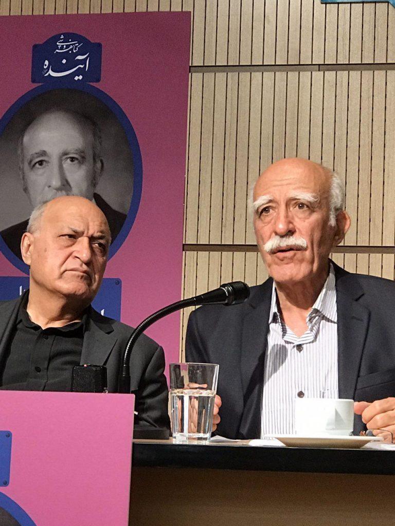 محمود آموزگار در کنار اسمعیل دمیرچی