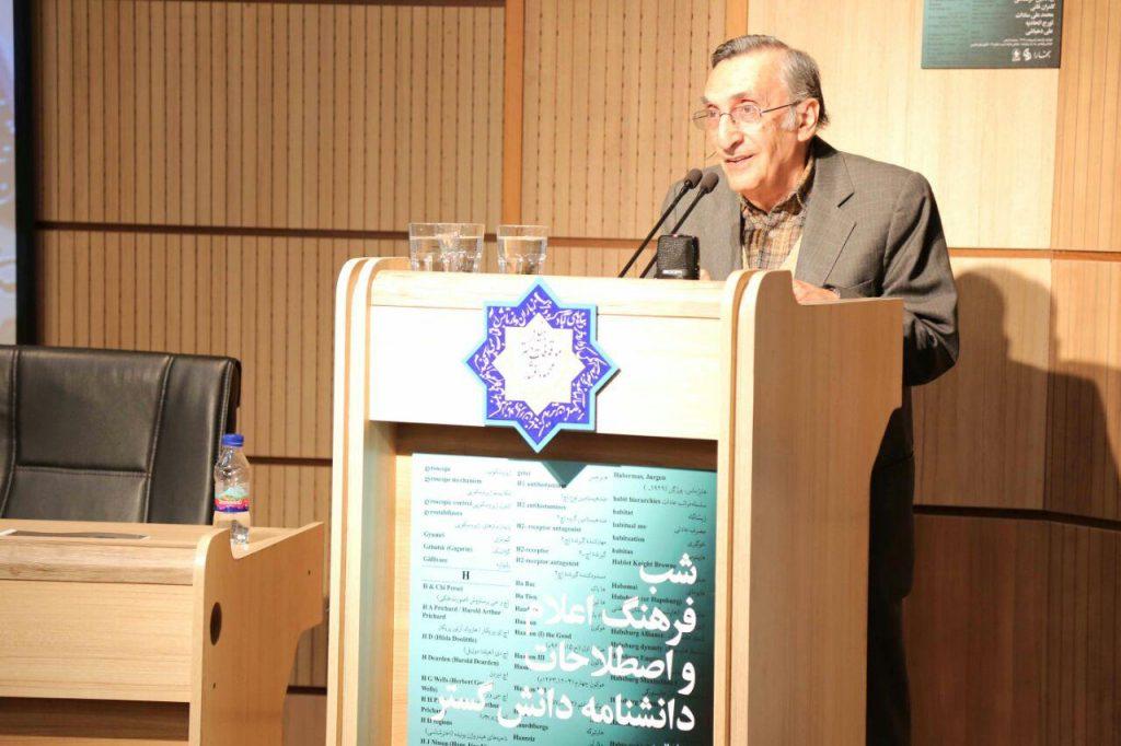 استاد کامران فانی از به پایان رسیدن عصر فرهنگنامه های کاغدی و اغاز دوره الکترونیکی گفت.