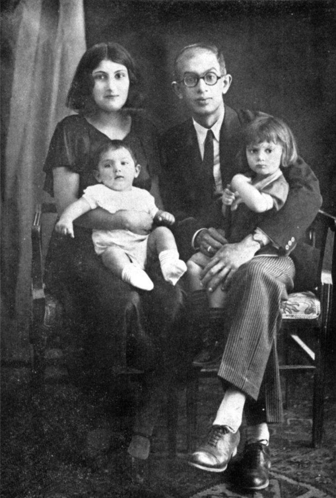 سعید نفیسی همراه با پریمرز (همسر), نوشین و بابک فرزندان