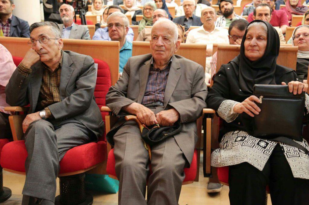 دکتر نوش آفرین انصاری در کنار دکتر مهدی محقق و استاد کامران فانی