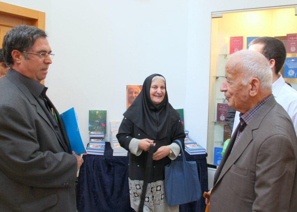 دکتر مهدی محقق، دکتر نوش آفرین انصاری و علی دهباشی در کانون زبان فارسی