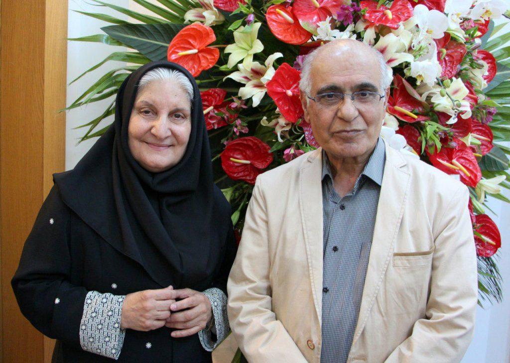 دکتر نوش آفرین انصاری در کنار هوشنگ مرادی کرمانی