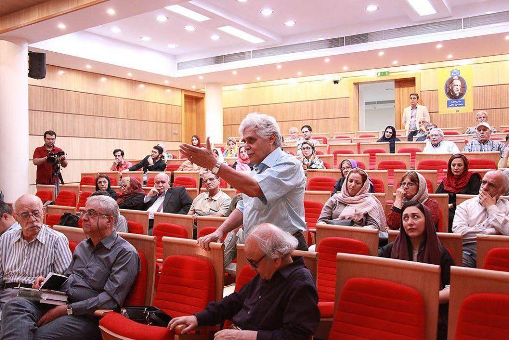 مباحث جالب توجهی در سوالات شرکت کنندگان مطرح شد که ساعتی به وقت معمول جلسه افزود.
