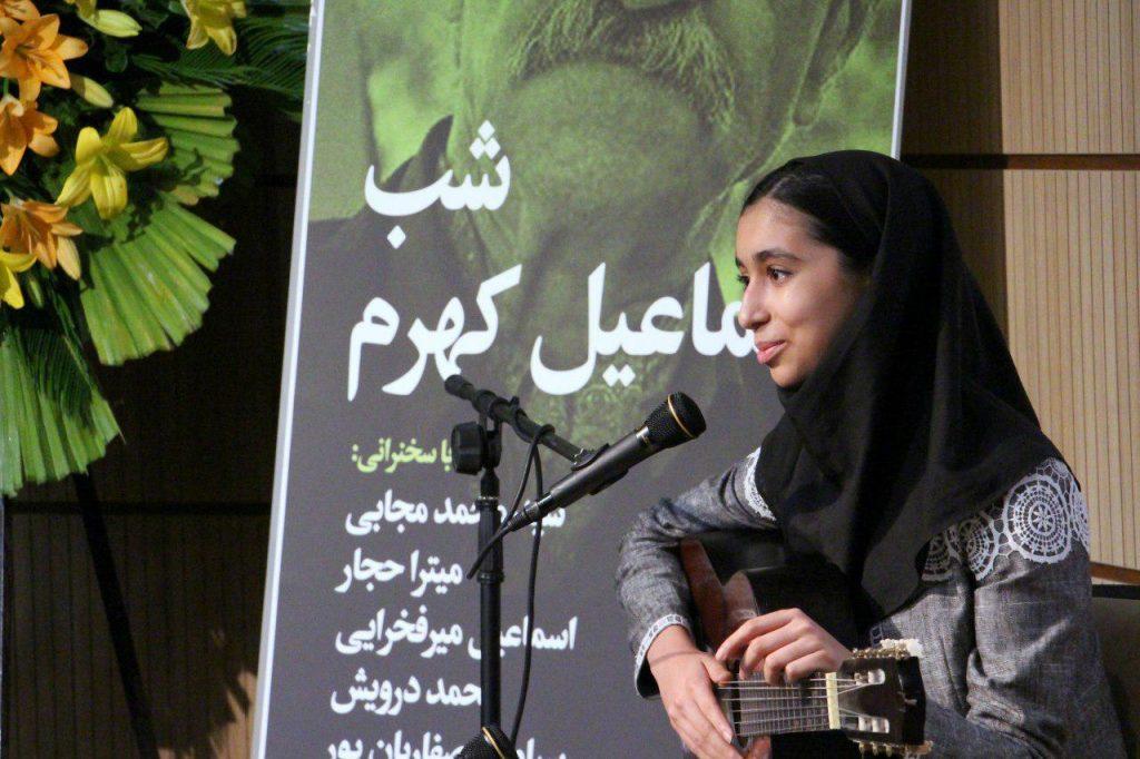 اجرای موسیقی توسط یاسمین گلزاز