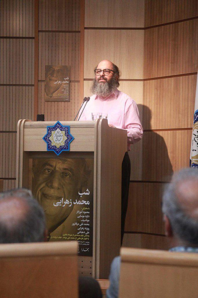 روزبه زهرایی به خلاصه ای از فعالیت های پدرش و انتشارات کارنامه اشاره کرد