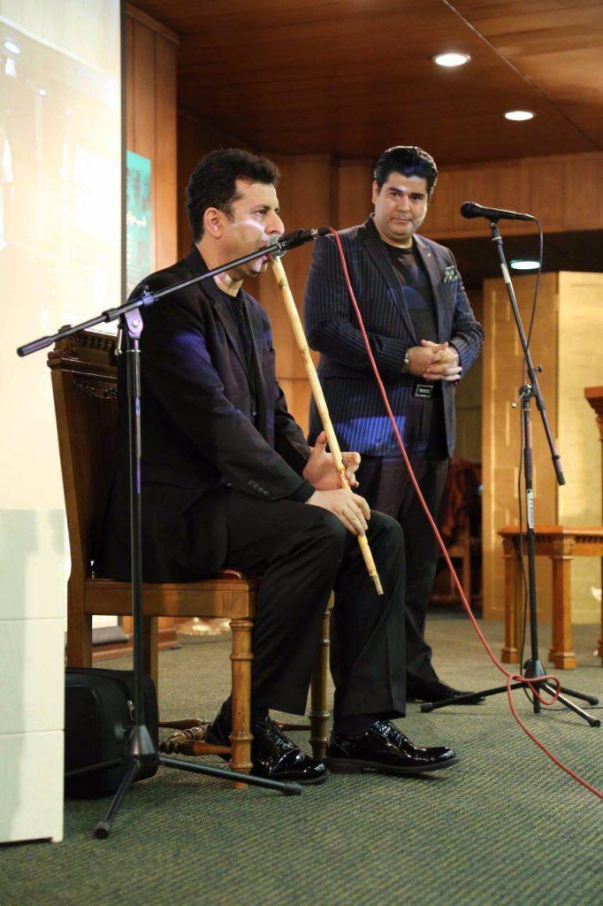 فردین لاهور پور با نی قطعاتی را اجرا کرد.