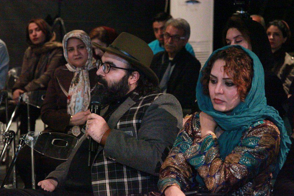 علیرضا مجابی از شاعران حاضر در این شب پرسش خود را مطرح می کند