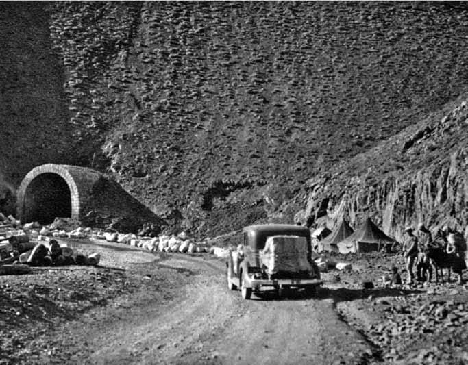 رراه چالوس در ارتفاع بیش از 2000 متر(زیرنویس ها به نقل از کتاب است)