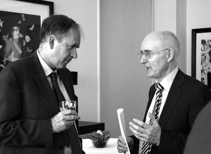 الیور گروگن سفیر ایرلند و برادانینی سفیر ایتالیا در شب اسپینوزا ـ عکس از جواد آتشباری