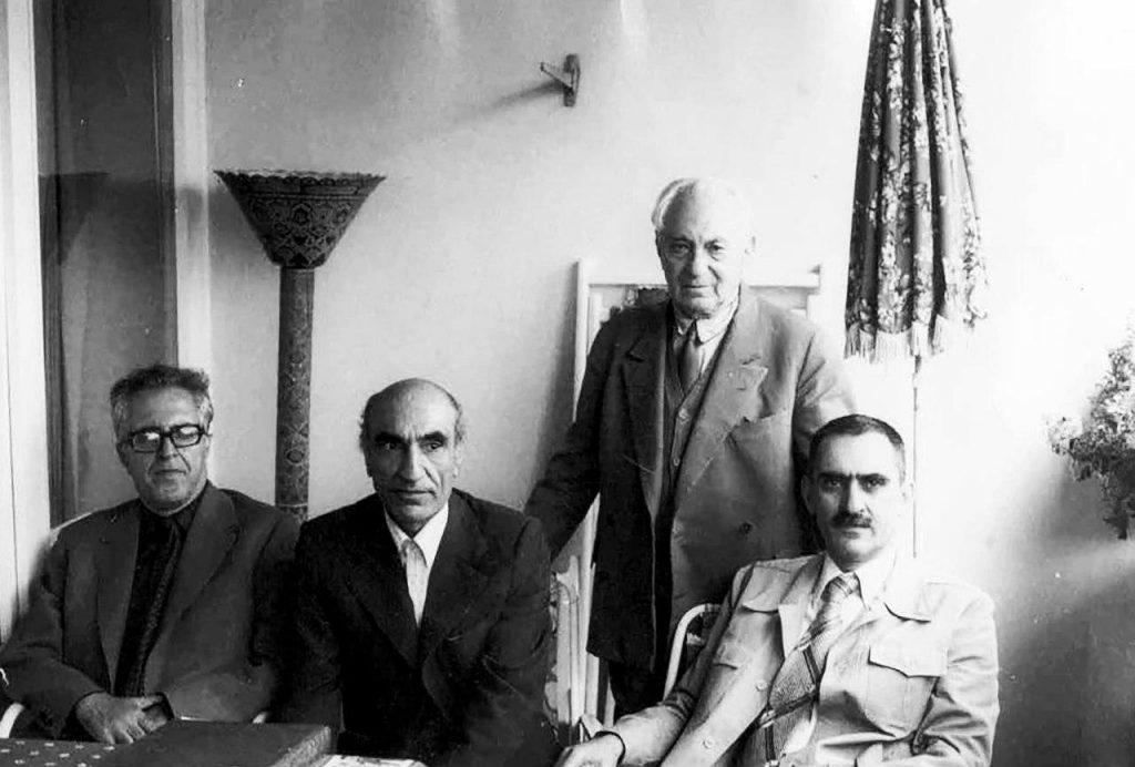 محمدعلی جمالزاده به همراه ایرج افشار، دکتر محمد ابراهیم باستانی پاریزی و دکتر زریاب خویی