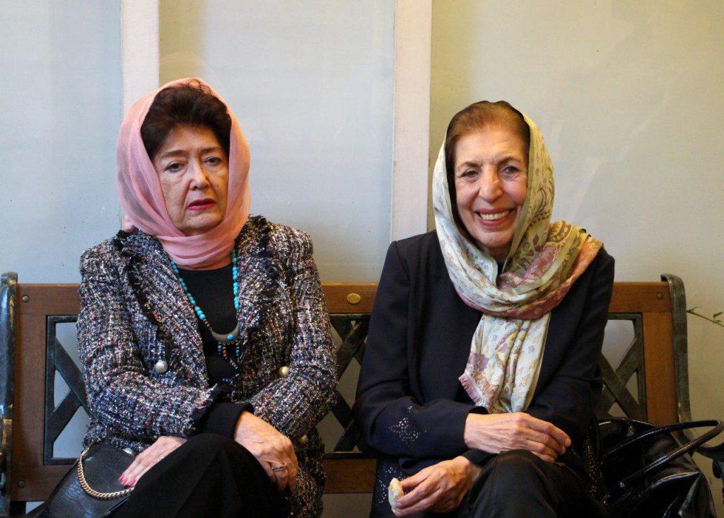دکتر ژاله آموزگتار در کنار مینو مشیری
