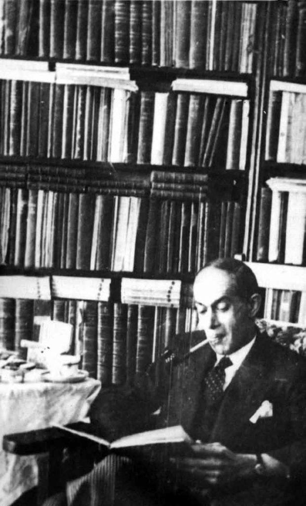 سعید نفیسی در کتابخانه اش ـ دهه 1320