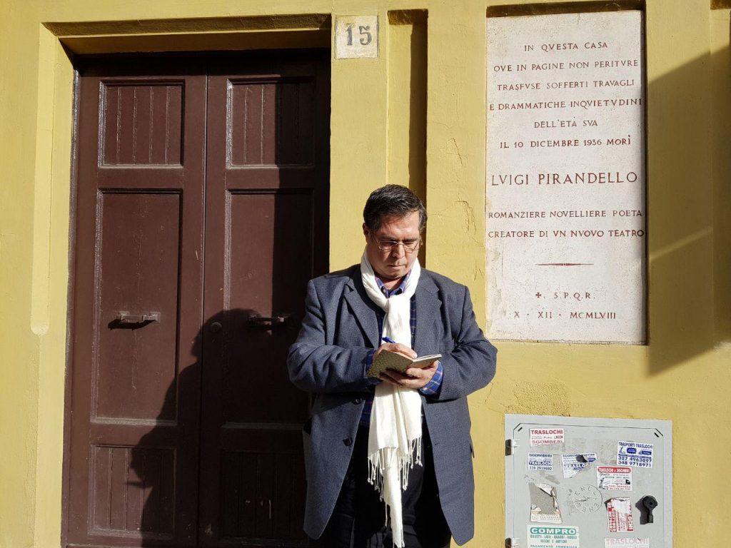 دیدار از خانه پیراندلو که موزه شده است و ما یک شب بخارا را به او اختصاص دادیم و مجموعه مقالاتی را برایش در کتاب خورشید اقای کازری منتشر کرد.