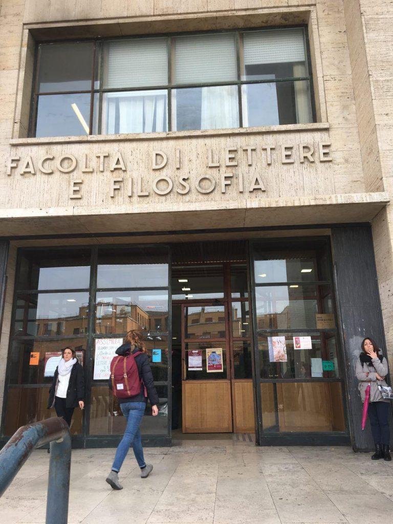 دانشکده ادبیات و فلسفه که جلسه سخنرانی سردبیر بخارادر همین دانشکده تا چهل و پنج دقیقه دیگر اغاز می شود.....
