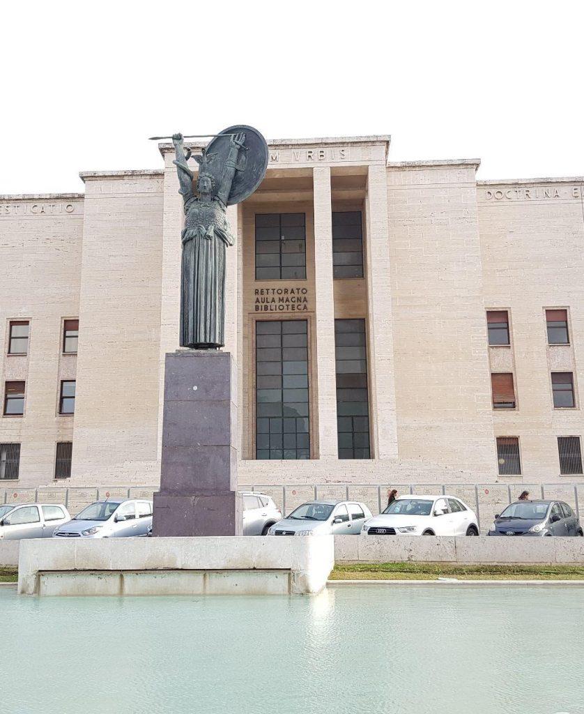 کتابخانه مرکزی دانشگاه ساپینزا که اغاز داشت اما انجام........