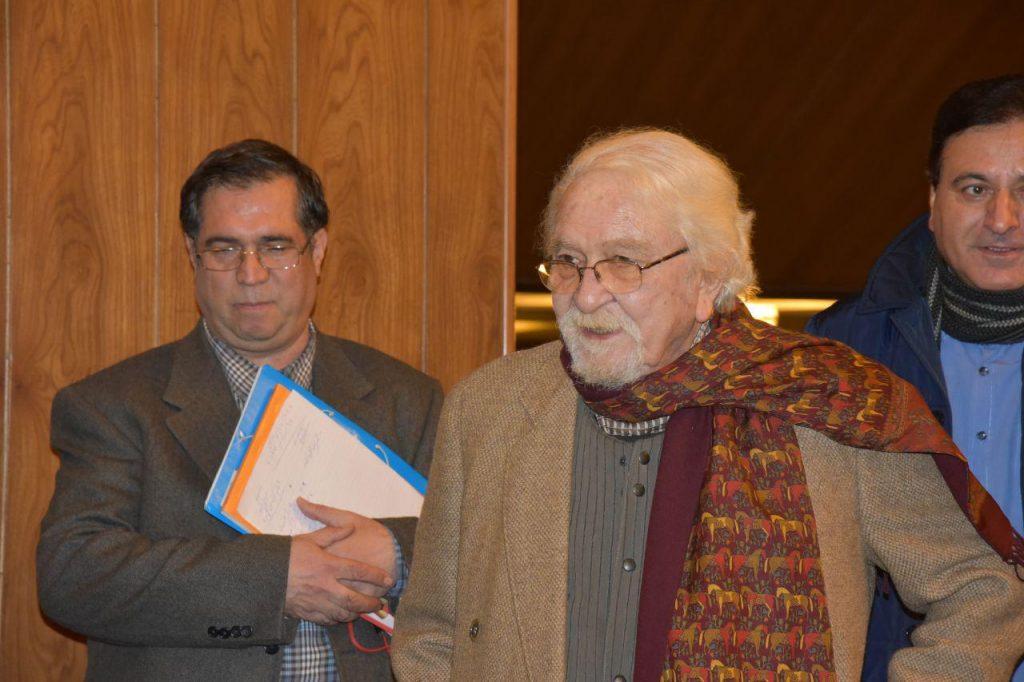 دکتر داریوش شایگان به همراه علی دهباشی هنگام ورود به تالار رایزن در شب ژان پرو