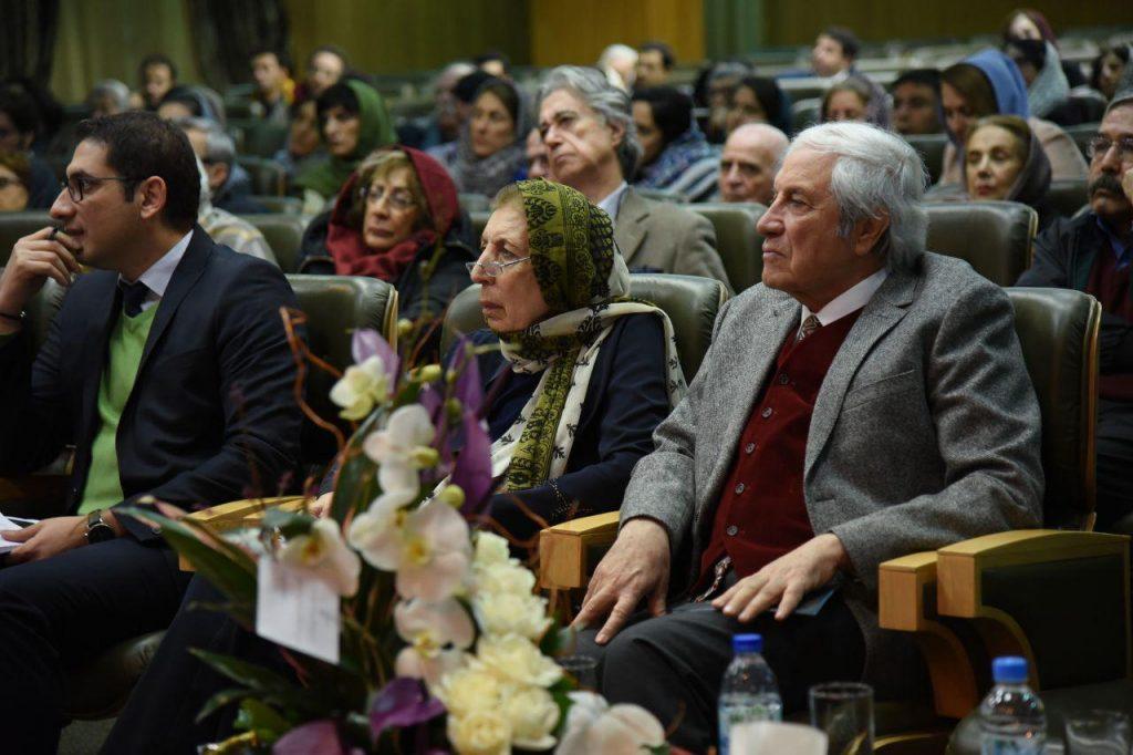 دکتر ایرچ پارسی نژاد در کنار دکتر ژاله آموزگار