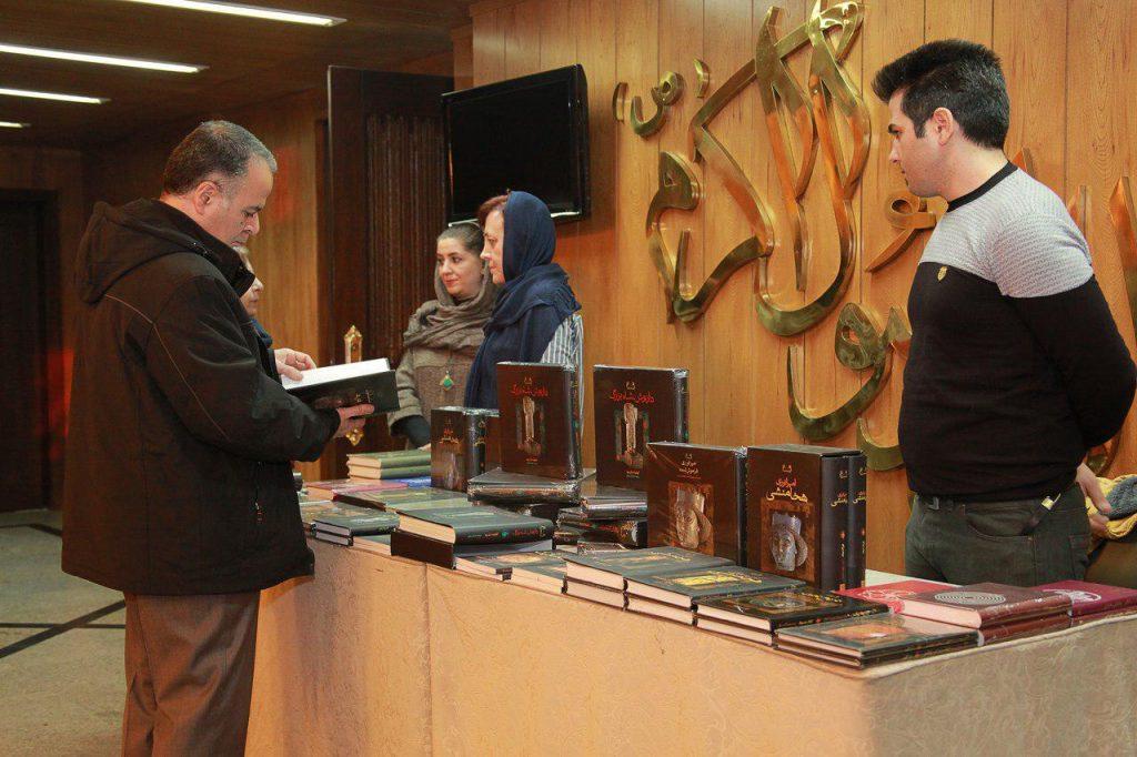 عرضه تغداد محدودی از کتابهای مجموعه تاریخ ایران باستان نشر فرزان روز در شب ژان پرو