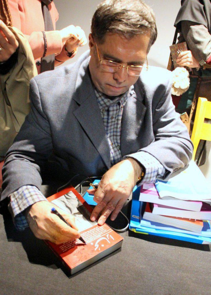 علی دهباشی هم بخارا را برای دوستداران امضا می کند