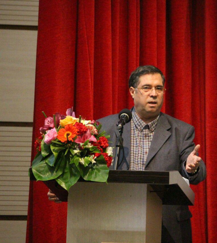 علی دهباشی از حسن انوشه و فرهنگ نویسی اش سخن گفت