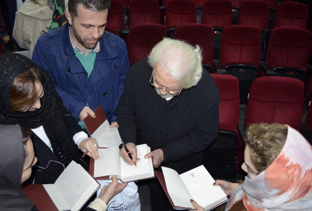 امضای کتاب«فانوس جادویی زمان» برای مشتاقان توسط دکتر داریوش شایگان