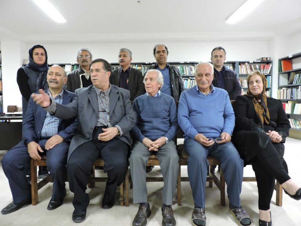 علی دهباشی به همراه اعضای بنیاد مازندران پژوهی