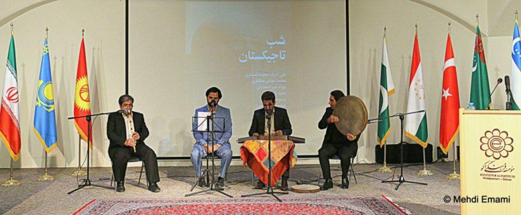 """اجرای موسیقی گروه """" دنگ دنگ کوبان """" به مدیریت الهام پاکروان."""