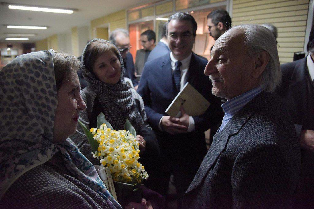 همسر دکتر یوسفی (نیکو بازرگان) و سروش یوسفی در جمع دوستداران استاد
