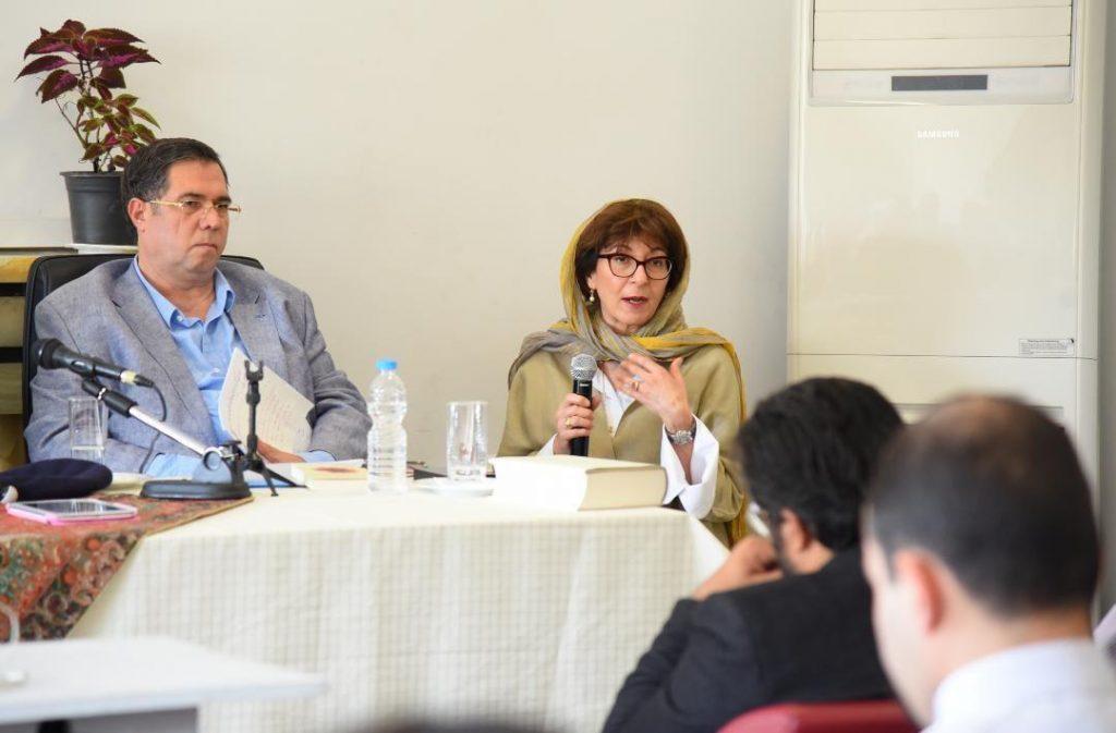 مریم مافی به تجربه خود در خواندن مقالات شمس اشاره کرد