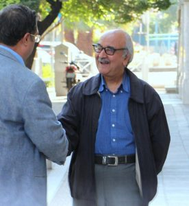 دکتر محمدرضاشفیعی کدکنی هنگام ورود به خانه وارطان