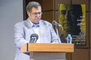 علی دهباشی جلسه با ابراز همدردی برای سیل زدگان اخیر کشور شب حشمت سنجری را آغاز کرد.