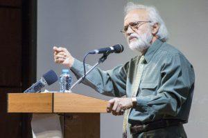 اسماعیل تهرانی از آشتی سنت گراها و تحددگراها در آثار حشمت سنجری می گوید
