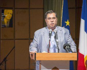 علی دهباشی به برگزاری شبهایی برای شاعران و نویسندگان اروپایی اشاره کرد.