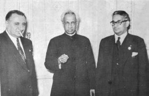 از راست: دکتر محمد حسن، دکتر رادا کریشنا و علی اصغر حکمت
