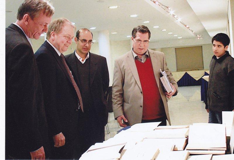 ـ سه شنبه 6 اسفند 92 ـ با آندرس هوگارد ( سفیر دانمارک ) و کلاوس پدرسن ( ریاست بخش ایرانشناسی دانشگاه کپنهاک ) در شب آرتور کریستن سن