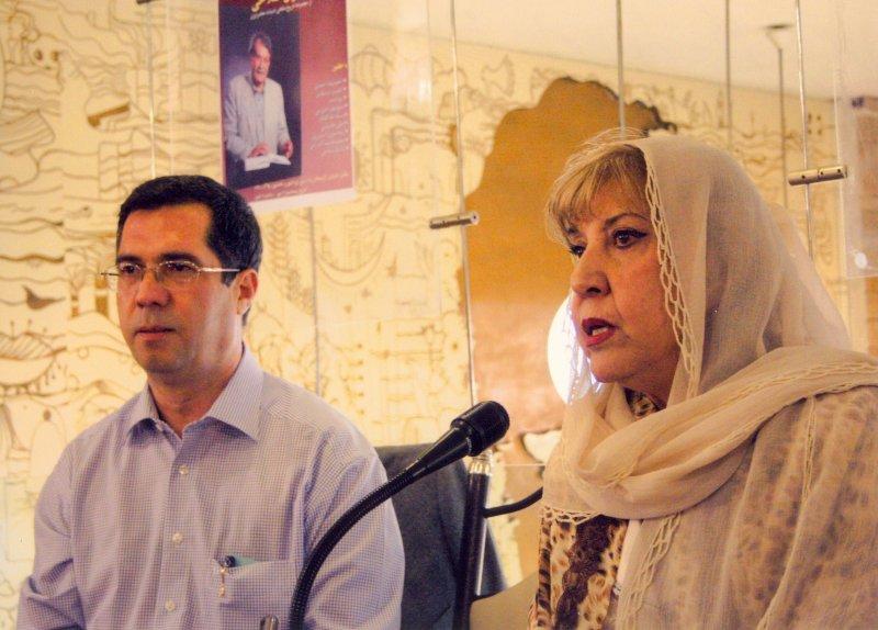 پنج شنبه 11 مهر 1387 با سیمین بهبهانی در مراسم رونمایی کتاب گفتگو با عمران صلاحی