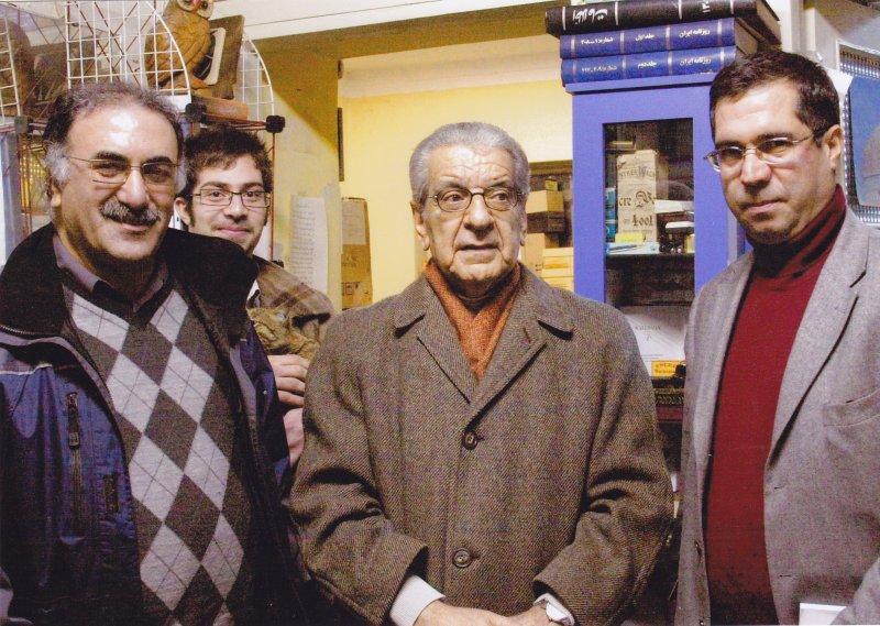 پنج شنبه 17 بهمن 1387 دکتر عزت الله فولادوند و هاشم بناپور ـ دفتر مجله بخارا