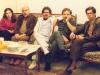 23 اسفند 1365 ـ از راست: علی دهباشی، احمد وثوق احمدی، عباس عارف، رضا براهنی و خانم وثوق احمدی