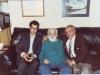 منزل صادق چوبک در محله الیسرتیو شهر برکلی ( تابستان 1994 ـ 1373) از راست: دکتر حمید محامدی ـ صادق چوبک و علی دهباشی