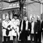 از راست: ایرج افشار، جری کلینتون، محمدرضا شفیعی کدکنی، محسن آشتیانی، محمدابراهیم باستانی پاریزی، احمد مهدوی دامغانی و اصغر مهدوی.