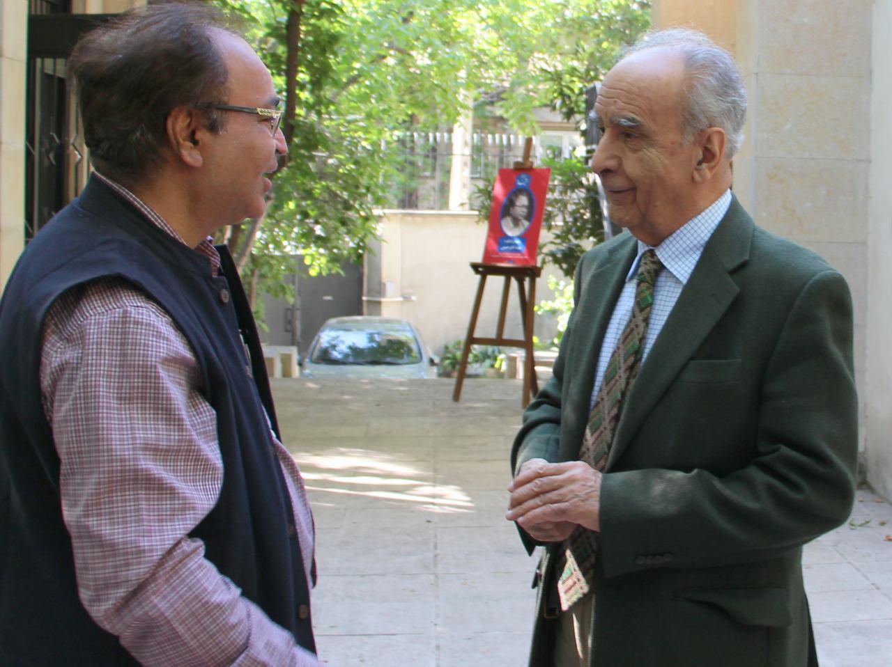 محمد استعلامی و سید اختر حسین